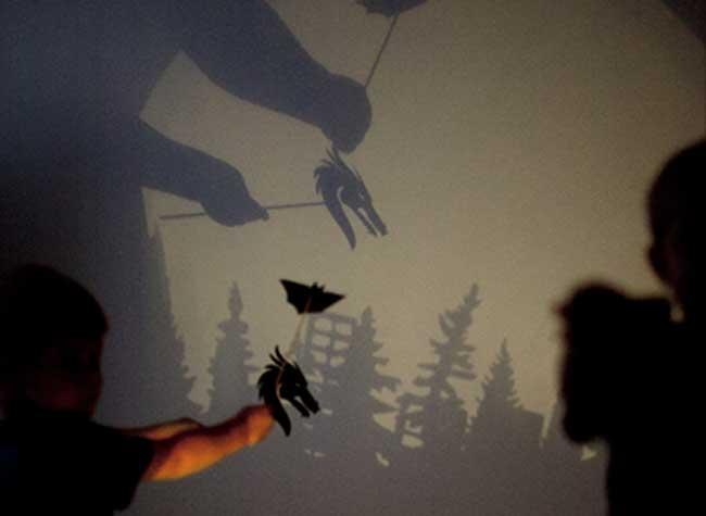 , Avec cette Lampe, les Enfants vont Adorer Jouer avec les Ombres