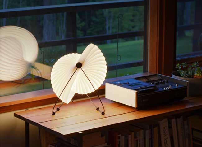 eclipse lampe design mauricio klabin 1 - Eclipse, la Lampe Modulable Érigée en Icone du Design