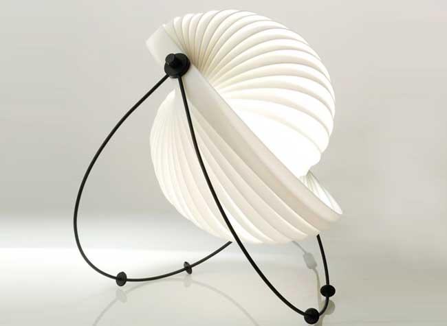 eclipse lampe design mauricio klabin 2 - Eclipse, la Lampe Modulable Érigée en Icone du Design
