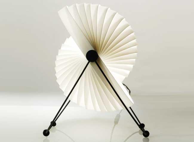, Eclipse, la Lampe Modulable Érigée en Icone du Design