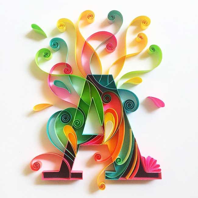 , Sculptures Typographiques en Papier Hautes en Couleur