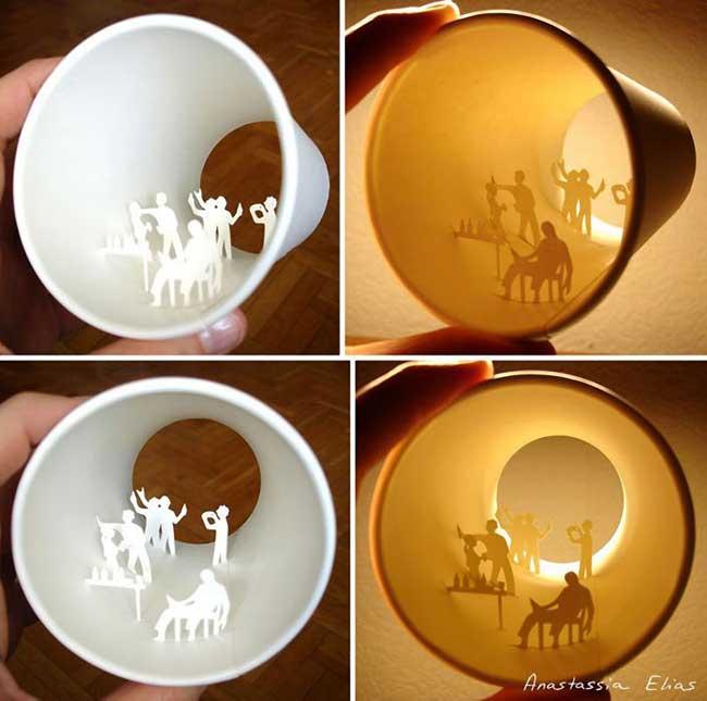 , Scènes Sculptées à l'intérieur de Gobelets à Café