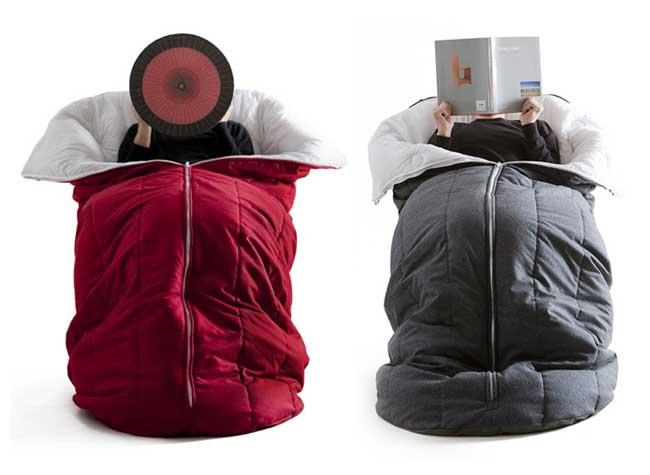 , Une Chaise Longue dans un Sac de Couchage pour l'Hiver