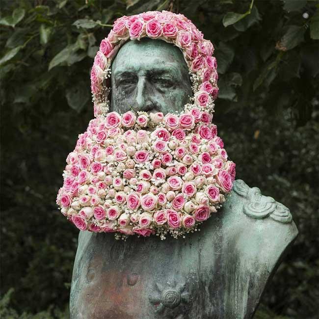 statues bruxelles fleurs geoffroy mottart 1 - A Bruxelles les Statues ont une Barbe et une Chevelure en Fleurs