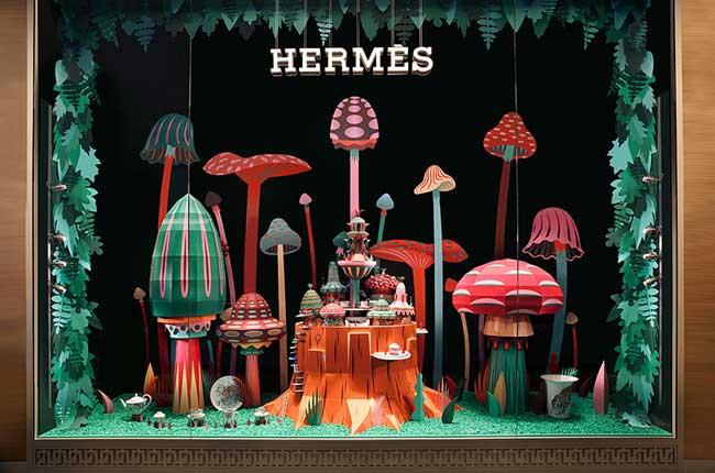 , Une Forêt 3D Sculptée en Papier dans la Vitrine d'Hermes