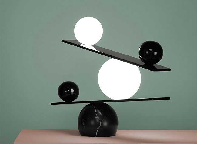 , Balance une Lampe Parfaitement Équilibrée