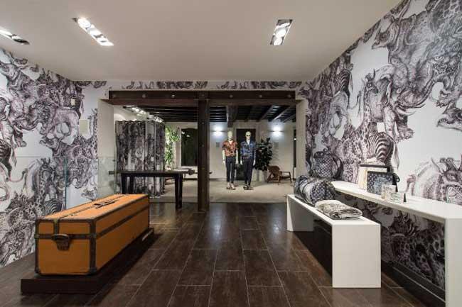 , Les Chapman Décorent le Pop-Up Store Louis Vuitton Homme de Milan