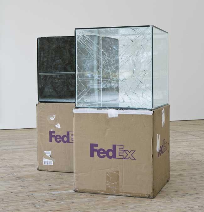 walead beshty fedex colis verre art sculpture 1 - Cet Artiste se Fait Envoyer des Colis en Verre par FedEx