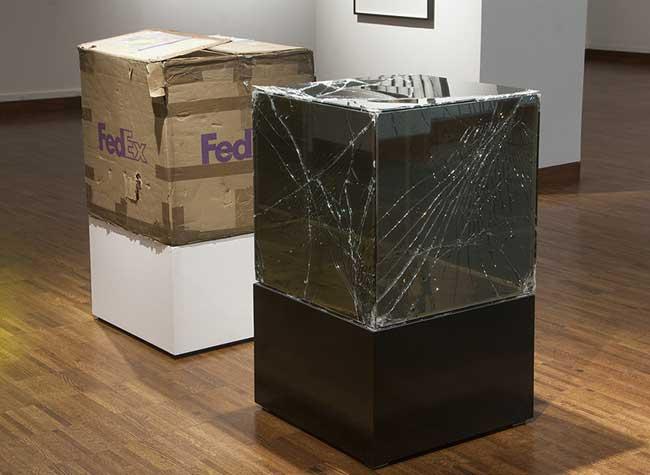 walead beshty fedex colis verre art sculpture 2 - Cet Artiste se Fait Envoyer des Colis en Verre par FedEx