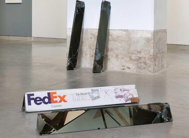 walead beshty fedex colis verre art sculpture 4 - Cet Artiste se Fait Envoyer des Colis en Verre par FedEx