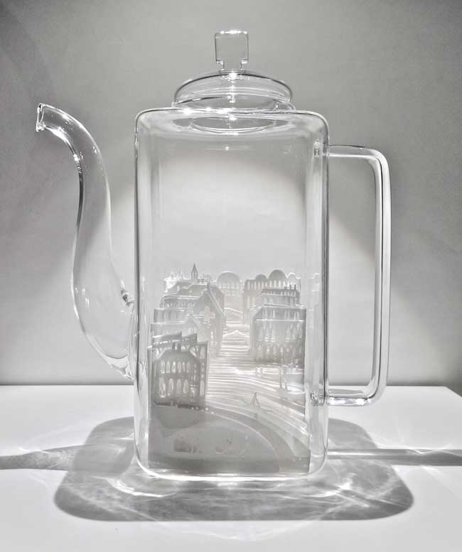 ayumi shibata sculptures ville miniature verre 1 - Fragiles Villes Miniatures en Papier dans des Coupes en Verre