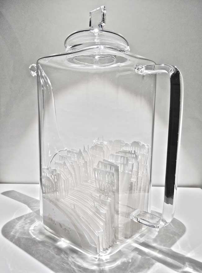 , Fragiles Villes Miniatures en Papier dans des Coupes en Verre