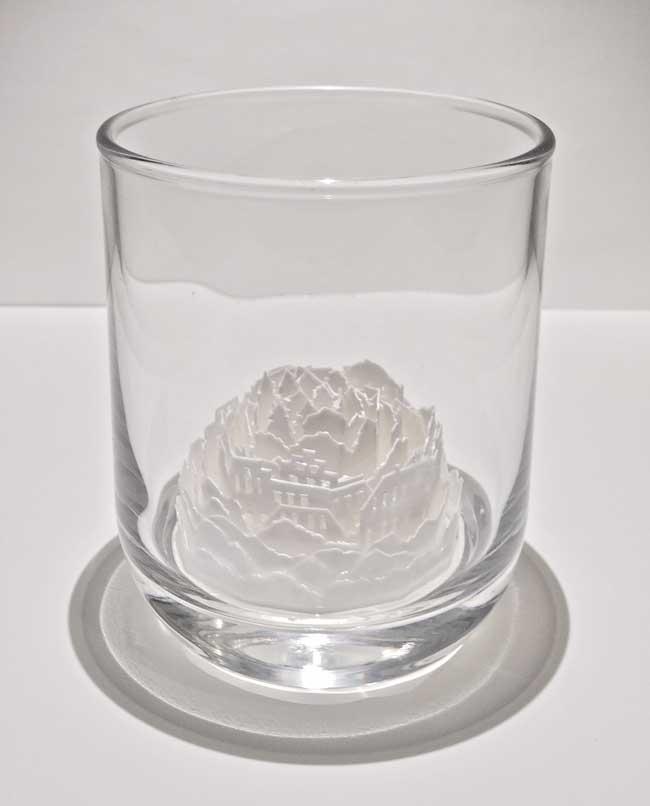 ayumi shibata sculptures ville miniature verre 4 - Fragiles Villes Miniatures en Papier dans des Coupes en Verre