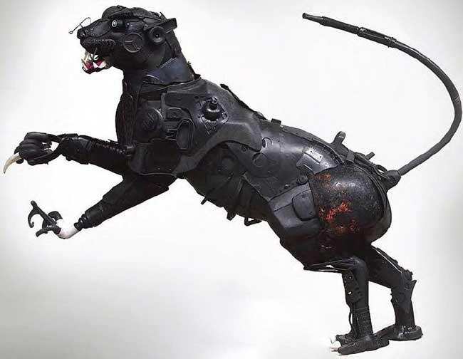 , Sculptures Réalistes d'Animaux Composés d'Objets en Plastique