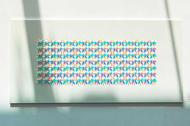 , Installations d'Art Géométriques en Verre Dichroïque