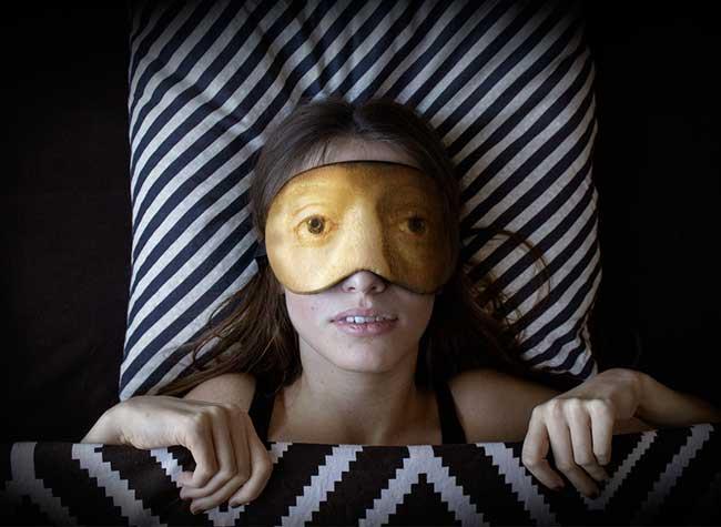 lesha limonov masque nuit sommeil portraits art 4 - Masques aux Regards d'Oeuvres d'Art pour Dormir les Yeux Ouverts (video)