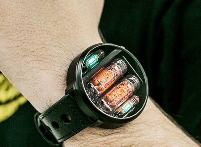 , Montre Neo Retro au Design de Poste Radio à Lampe (video)