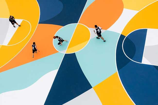 street art terrain basket italie artiste gue 1 - L'Artiste Gue Transforme un Terrain de Basket en Oeuvre d'Art