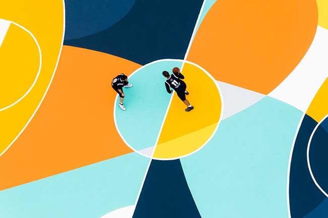 street art terrain basket italie artiste gue 2 - L'Artiste Gue Transforme un Terrain de Basket en Oeuvre d'Art
