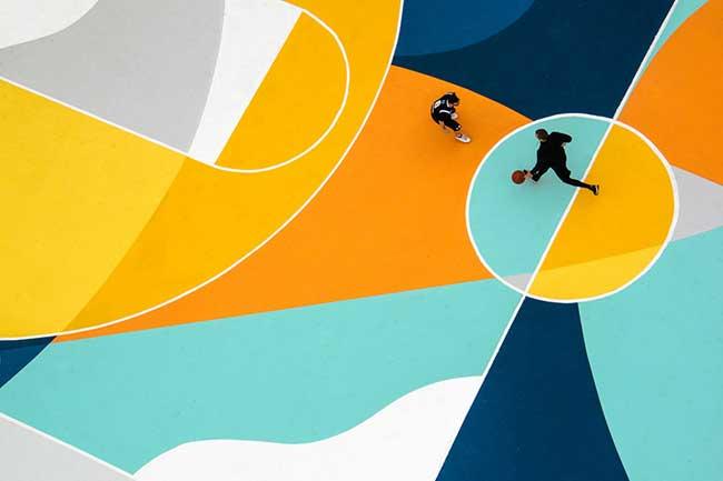 street art terrain basket italie artiste gue 6 - L'Artiste Gue Transforme un Terrain de Basket en Oeuvre d'Art