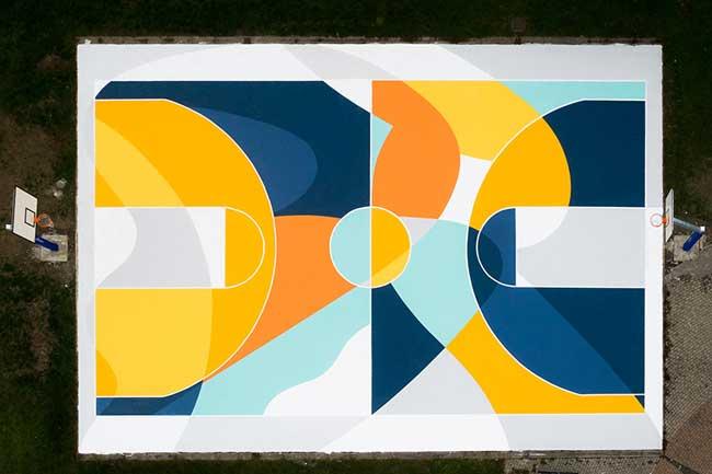 street art terrain basket italie artiste gue 7 - L'Artiste Gue Transforme un Terrain de Basket en Oeuvre d'Art