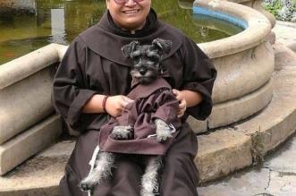 adoption chien monastere bolivie 3 331x219 - Adopté ce Chien est Aujourd'hui Frère dans un Monastère Bolivien