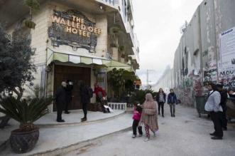 bethleem banksy hotel palestine 1 331x219 - A Bethléem Banksy Ouvre un Hôtel avec Vue Imprenable sur le Mur