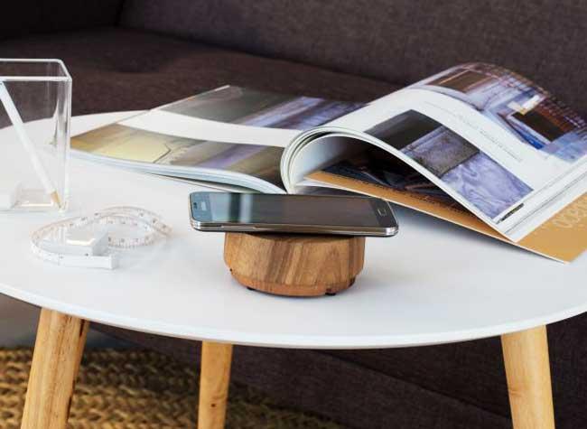 chargeur bois galet iphone station accueil 1 - Ce Chargeur Galet en Bois Possède un Système Audio Haut de Gamme