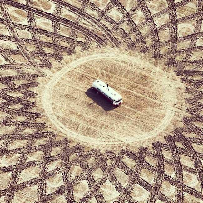 jim denevan dessins sable 3 - Monumentaux Dessins Géométriques sur le Sable en Bord de Mer (video)