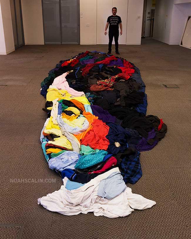 , Portrait d'Helen Keller en Anamorphose Composé de Vêtements (video)