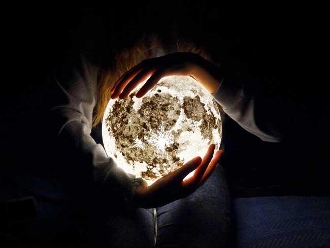 lampes interieur lune planetes, Ces Lampes Lune et Planètes Transforment la Maison en Galaxie