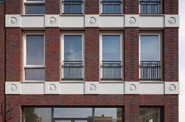 , Au Pays Bas ces Emojis Remplacent les Gargouilles sur un Bâtiment