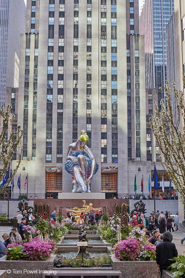 jeff koons ballerine sculpture ballon 1 - Jeff Koons Installe la plus Gonflée des Danseuses de Ballet de NYC