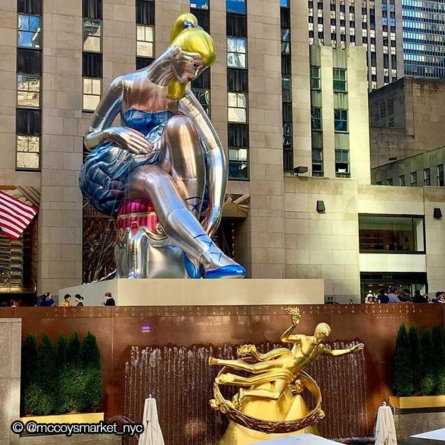 jeff koons ballerine sculpture ballon 5 - Jeff Koons Installe la plus Gonflée des Danseuses de Ballet de NYC