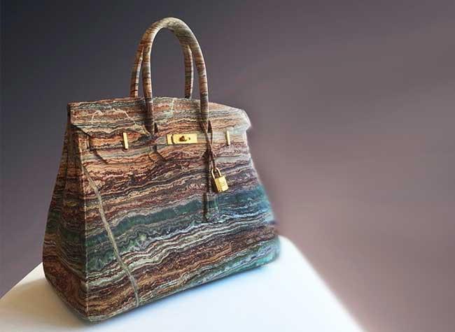 Barbara Segal Sculpture Marbre Sacs, Elle Sculpte dans le Marbre des Répliques de Sacs de Luxe