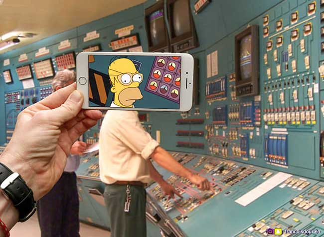 simpsons francois dourlen iphone superposition photos 2 - Il voit des Simpsons Partout à Travers l'Ecran de son Smartphone