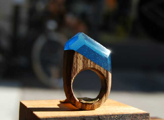 woodplaygr bagues bois resine, Bagues en Bois et Résine Surmontées de Paysages Oniriques