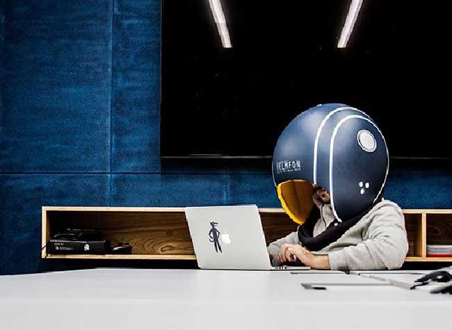 Casque Hochu Rayu Helmfon, Isolez-vous au Bureau avec un Gros Casque de Moto Anti-Bruits