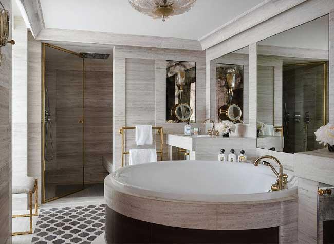 hotel crillon reouverture paris 9 - Le Luxueux Hôtel de Crillon Rouvre ses Portes aux Touristes