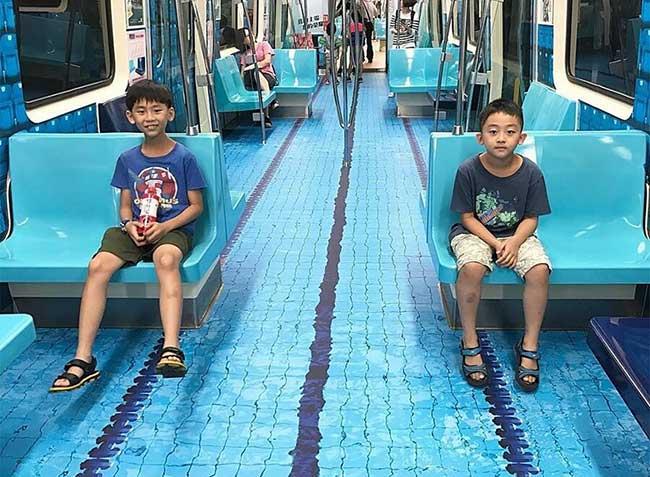Illusion Optique Metro Taiwan Piscine, Piscine Olympique et Terrains de Sport dans le Métro de Taipei