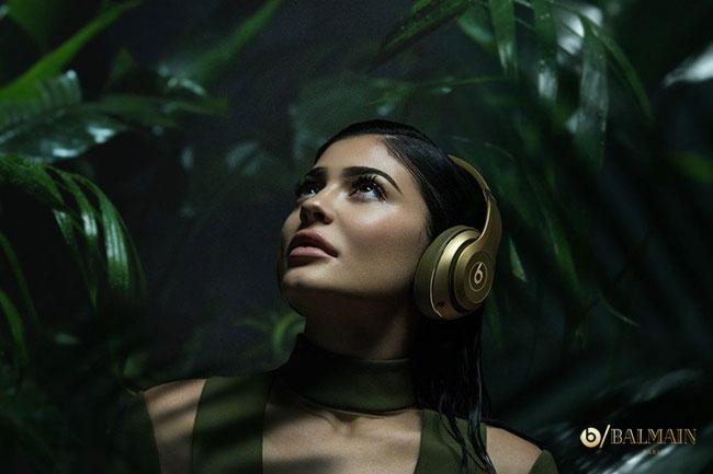 Balmain x Beats Dr. Dre Campagne Kyle Jenner, Balmain Connaît la Musique avec Beats by Dr. Dre