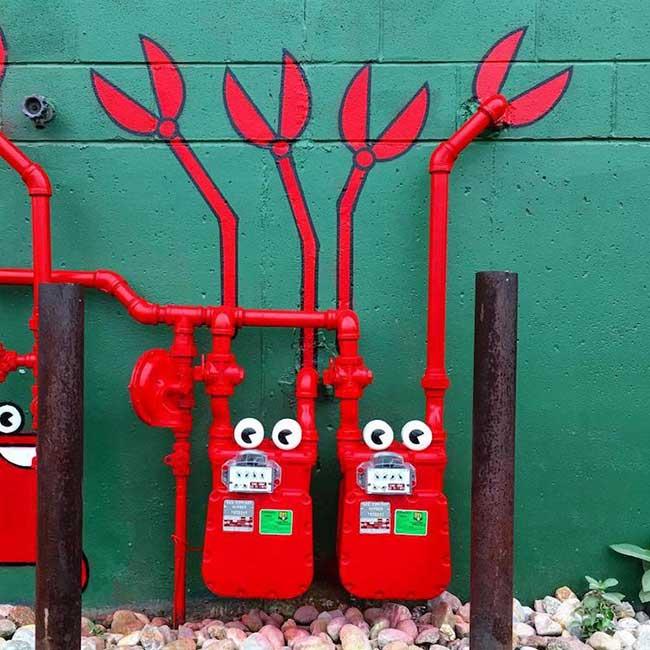 tom bob street art detournement 3 - Ces Détournements d'Objets Urbains Amusent les New-Yorkais