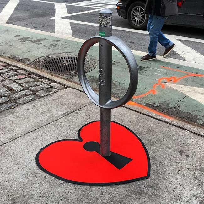 tom bob street art detournement 8 - Ces Détournements d'Objets Urbains Amusent les New-Yorkais