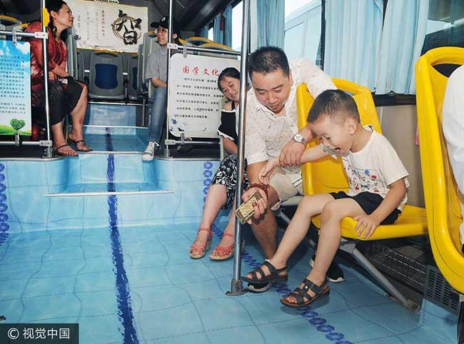 bus piscines chine, Après Taipei, Jinhua Transforme ses Bus en Piscines
