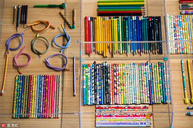 crayons couleurs collectionneur 3 - Passionnée de Crayons Elle Expose sa Collection Colorée au Monde