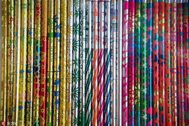 crayons couleurs collectionneur 4 - Passionnée de Crayons Elle Expose sa Collection Colorée au Monde
