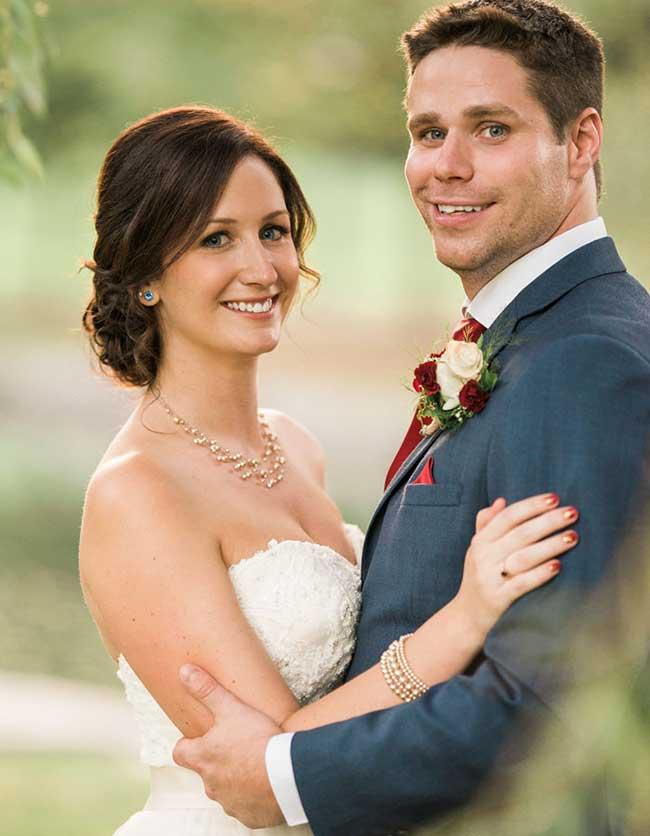 marié Clayton Cook sauve garcon