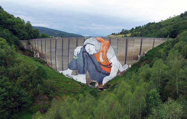 barrage street art crise réfugiés ella pitr, Cette Peinture Monumentale sur ce Barrage Symbolise le Mur auquel les Réfugiés se Heurtent