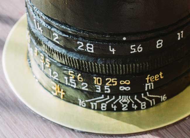 gâteau anniversaire cake art karen ng, Ce Gâteau d'Anniversaire est la Réplique d'un Objectif d'Appareil Photo