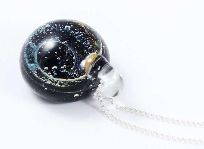 just glass it brehat bijoux, Ce Souffleur de Verre Met tout l'Univers dans ses Bijoux